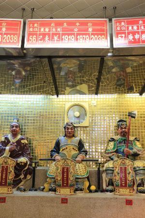 Yuen Yuen Institute : มีเซียนตามปีเกิดให้กราบไหว้