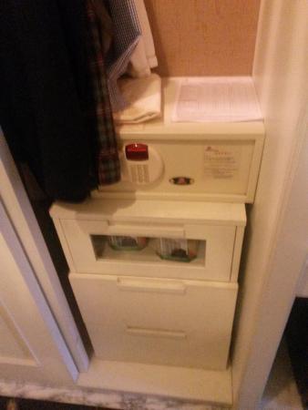 Liston Hotel: есть сейф