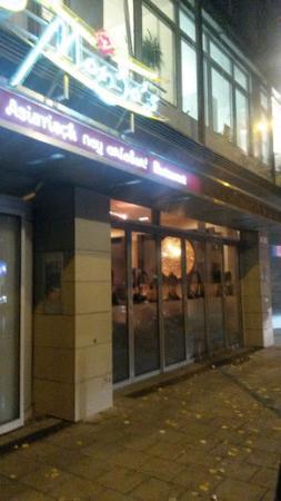 Mongo's Restaurant München: Вход в ресторан