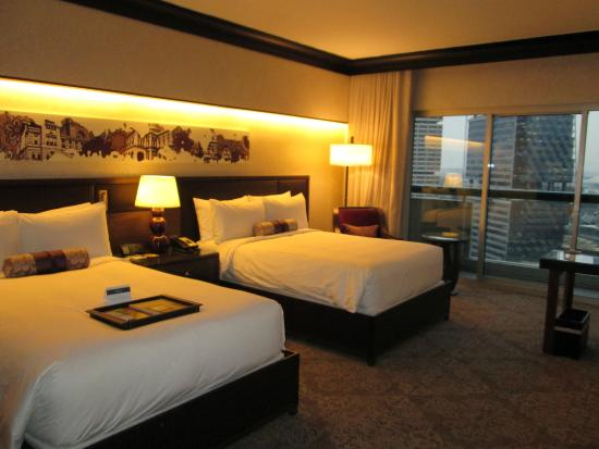 Fairmont Singapore: Twin bedroom
