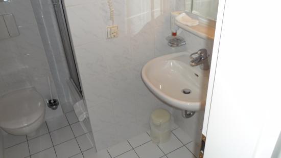 Windsor Hotel: Ванная в одноместном номере