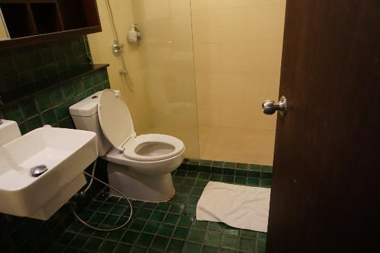 The Grand Napat: ห้องน้ำห้องที่2
