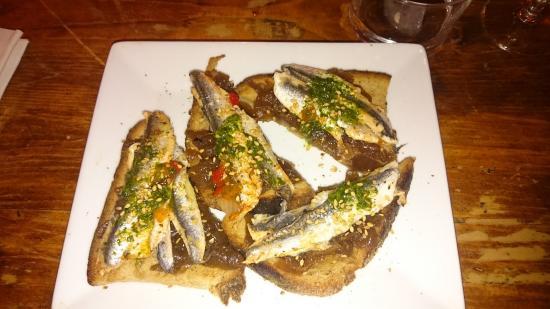 CASA NO NAME : tartine oignons anchois