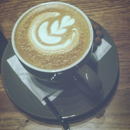 Πάνω απο 10 χρόνια μας γεμίζει ζεστασιά,μας προσφέρεξ καλό καφέ και σουπερ ατμόσφαιρα!!
