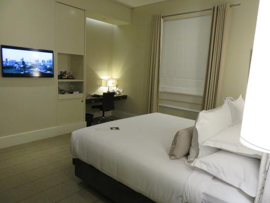 Hotel Lindrum Melbourne - MGallery Collection: ベッドが大きく、天井が高くて明るいです