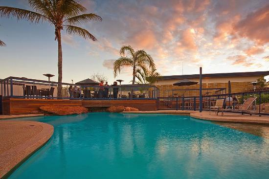 Potshot Resort: Pool Bar