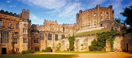 Дарем, UK: The Countyard inside Durham Castle