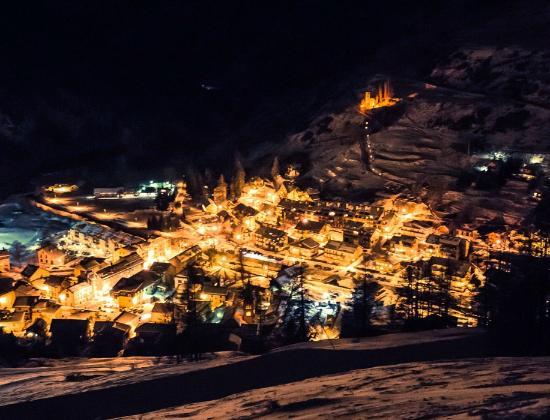 Chalet de Lanza : Le village by night