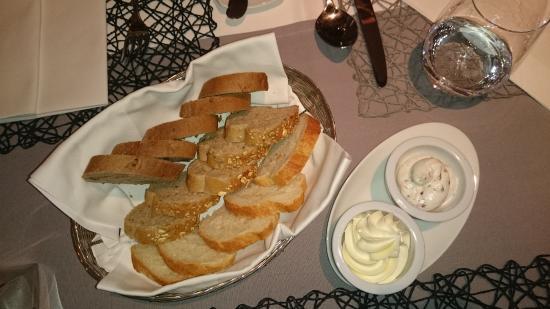 Bad Uberkingen, Германия: Brot mit Gänseschmalz und gesalzener Butter