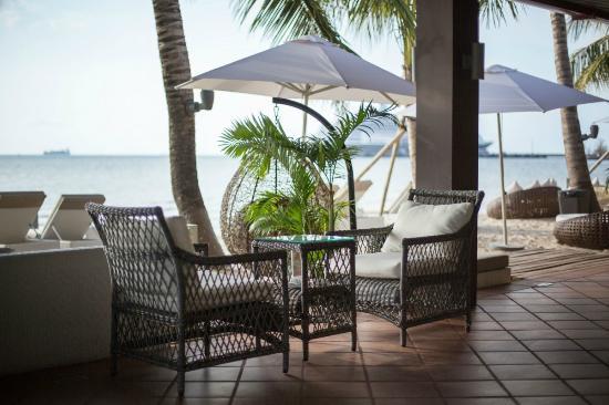 Queenco Hotel & Casino: BAGO Beach Restaurant