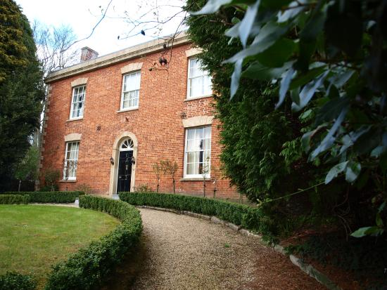 The Lynch Country House: Somerton 1
