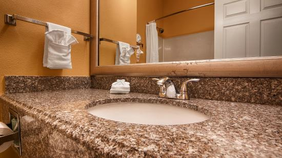 BEST WESTERN Mayport Inn & Suites: Bathroom