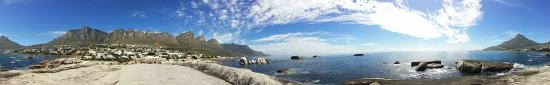 Camps Bay, جنوب أفريقيا: Twelve Apostles Mountains behind the guesthouse