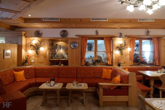 roter speisesaal - picture of hotel astras, scuol - tripadvisor, Esstisch ideennn