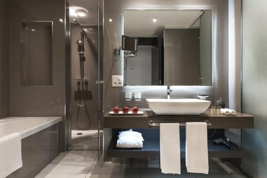 salle de bain picture of lausanne palace spa lausanne tripadvisor. Black Bedroom Furniture Sets. Home Design Ideas