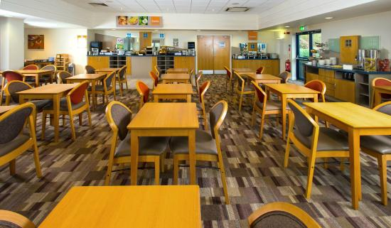 Holiday Inn Express Stafford M6 Jct. 13: Dining lounge