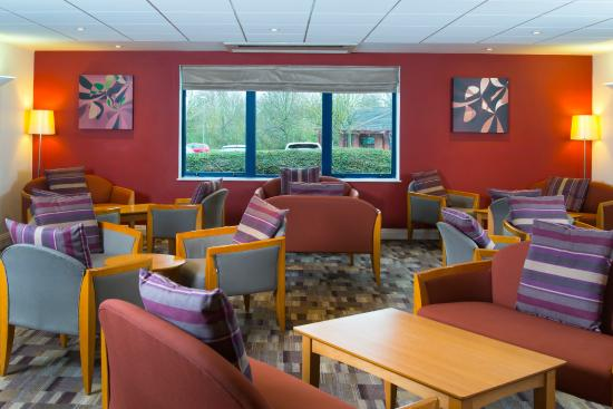 Holiday Inn Express Stafford M6 Jct. 13: Lobby lounge