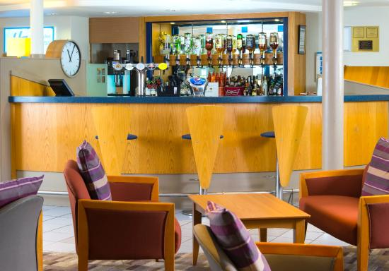 Holiday Inn Express Stafford M6 Jct. 13: Lobby bar