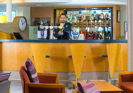 Holiday Inn Express Stafford M6 Jct. 13: Bar