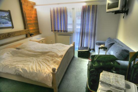 Panoramahotel - Garni: Our bedroom