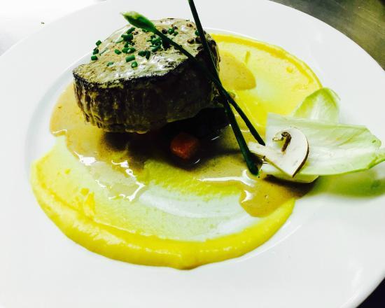 Un dressage d 39 assiette soign photo de restaurant l - Dressage des plats en cuisine ...