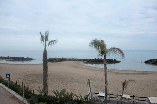 Hotel Pino Al Mare: View of the sea from first floor room
