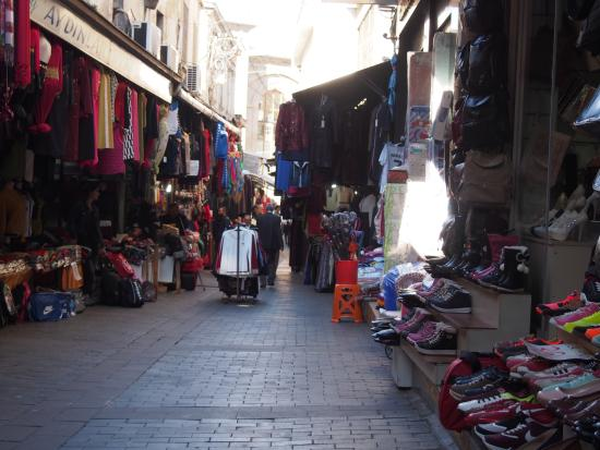 Avrupali Pazari (Russian Bazaar): Une des rues du marché