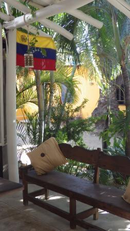 Posada Mediterraneo : le salon à l'entrée, vue sur rue.