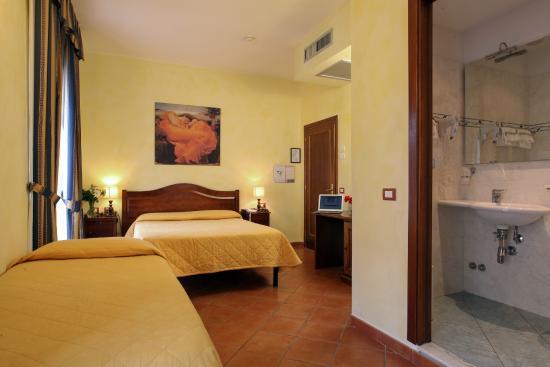 Hotel Bologna : Camera Tripla