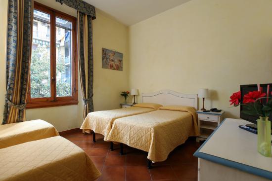 Hotel Bologna : Camera Quadrupla con 4 letti separati