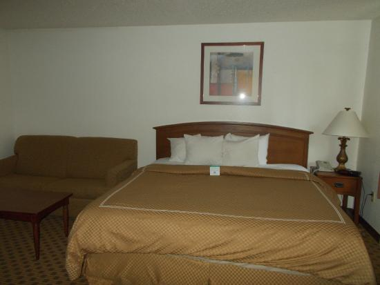 Boarders Inn and Suites Ripon, WI: Single King Whirlpool Suite