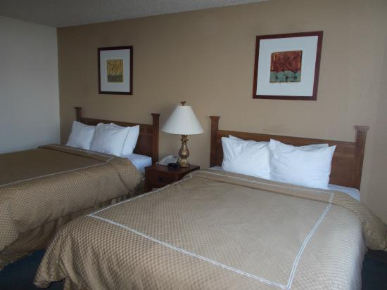 Boarders Inn and Suites Ripon, WI: Double Queen Room