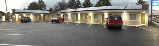 Knights Inn Wrightstown : outside view
