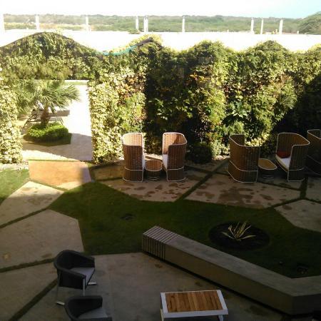 Eurobuilding Hotel & Suites Coro: Area de piscina