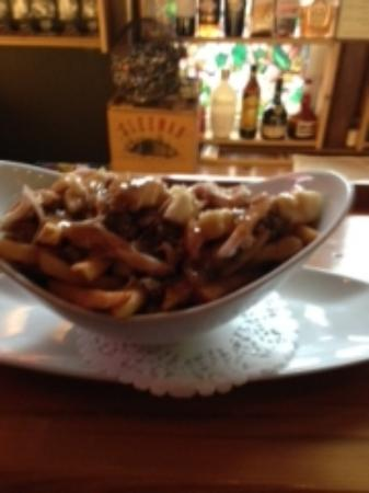 Southampton, Kanada: Turkey Poutine.  Fries, curds,stuffing,turkey and gravy