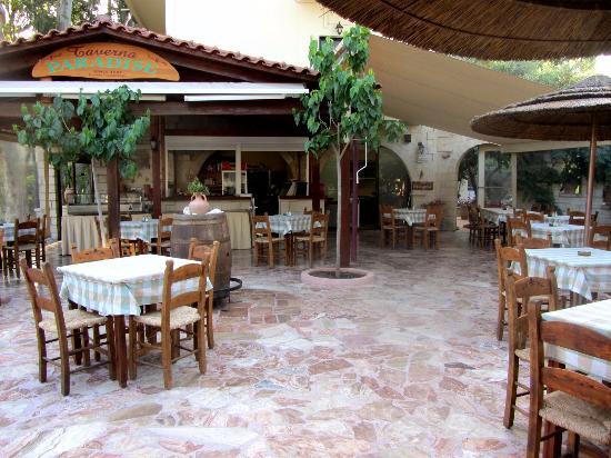 Taverna Paradise Studios & Apartments: Die Taverne