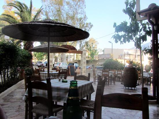 Taverna Paradise Studios & Apartments : Die Taverne