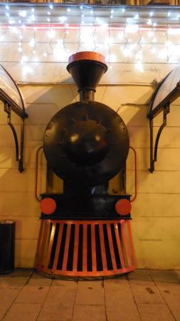 Orient Express : Железнодорожная тематика встречает прямо на входе
