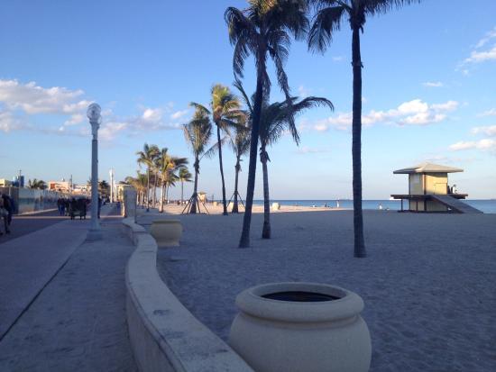 شيلدون هوتل: Praia na frente do hotel
