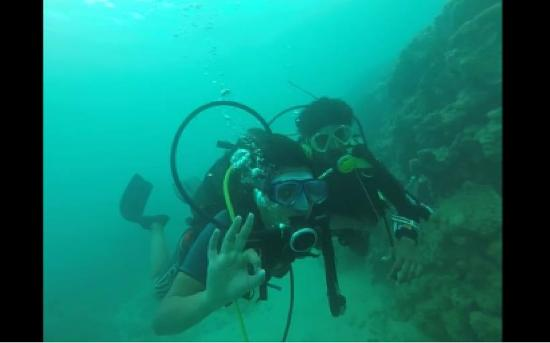 Tamarin OceanPro Divingcenter: First Dive- Instructor Shyam and Me