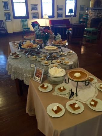 Lakeside Inn: Thanksgiving dessert table