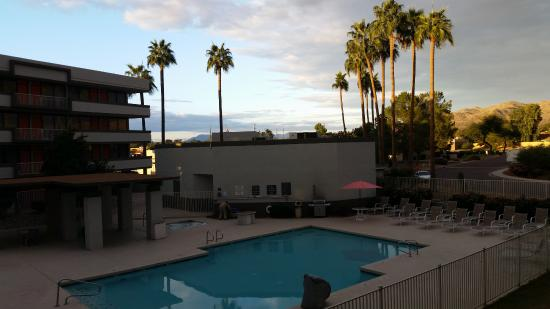 Quality Inn Phoenix Airport: Hotel pool area