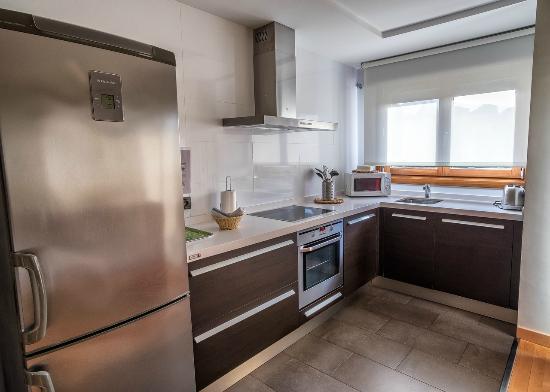salon cocina apartamento 1 dormitorio - Picture of Apartamentos ...