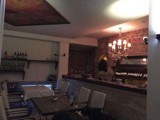 Muti Restaurant: photo0.jpg