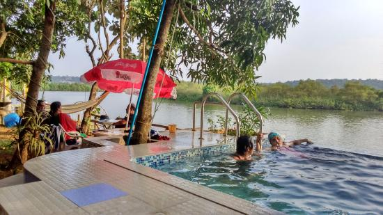 Serene Waters Guest House: Home stay