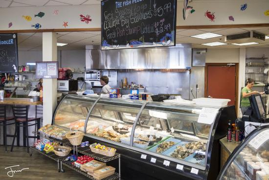 Bay City, Oregón: The counter at the Pacific Oyster Co.