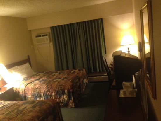 Howard Johnson Hotel Victoria: 2 double beds