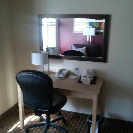 Ramada Limited San Francisco Airport North: This hotel is very nice. Some of the photos dont do it justice
