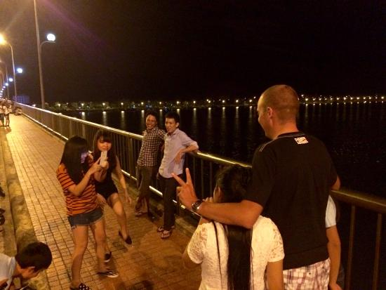 Anh Linh Hotel: Night walk :)
