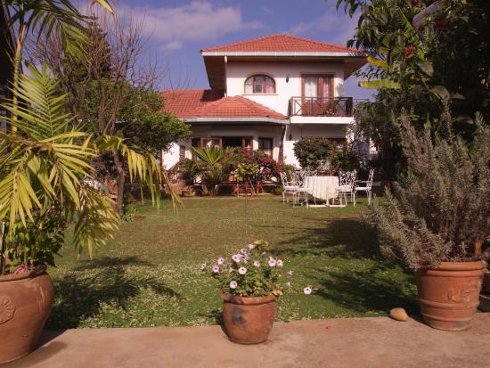 La Residence Camelia : Blick in den Garten